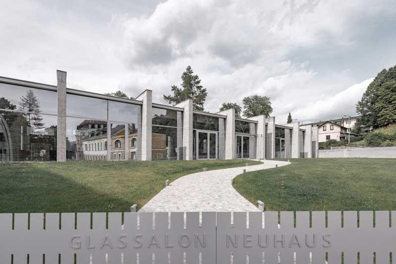 Lux Bau Referenz Glassalon Neuhaus